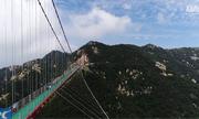 Cầu đi bộ đáy kính dài nhất thế giới ở Trung Quốc