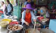 Quán bún bò hơn 20 năm chuyên bán cho du khách ở Huế