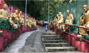 Bên trong tu viện 10.000 tượng Phật vàng ở Hong Kong