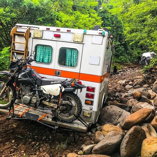 Khi hoàn tất việc chuẩn bị, Dow cùng với anh bạn Dylan Griffin và chú chó Dino đi tới bảy nước trên chiếc xe cứu thương. Họ lái xe về miền nam nước Mỹ, qua Baja và sau đó đi phà vào Mexico. Họ đi dọc theo bờ biển Thái Bình Dương, qua Guatemala, El Salvador, Honduras, Nicaragua, và hiện ở Costa Rica.
