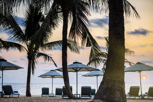 Đảo ngọc Phú Quốc không chỉ quyến rũ bởi vẻ đẹp thiên nhiên mà còn biết chiều lòng du khách bởi các khu nghỉ dưỡng mang trọn vẹn vẻ đẹp bình yên và thơ mộng.