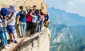 Núi Hoa Sơn - con đường tử thần trên ván gỗ