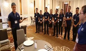 Nhân viên khách sạn tập 6 tiếng mỗi ngày để phục vụ APEC