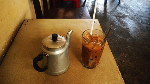 Giá cho một ly cà phê sữa đá có giá 12.000 đồng. Ảnh: Phong Vinh