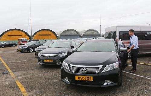 2. Mỗi ngày có khoảng 200 xe phục vụ việc đi lại trong thời gian diễn ra APEC. 3. Bãi đỗ xe rộng 18.000 m2 tại sân bay quân sự Nước Mặn.