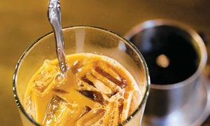 Lần đầu thử cà phê Việt, người trẻ Mỹ thốt lên 'mẹ ơi'