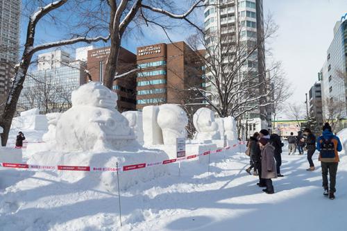 Các tác phẩm điêu khắc băng ở thành phố Sapporo.