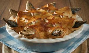 Món bánh chứa toàn cá mòi của Anh