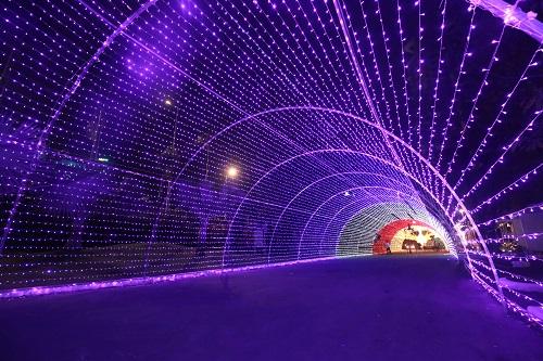Khách sẽ đi qua đường hầm ánh sáng tượng trưng cho con đường đến với vùng đất thần tiên.