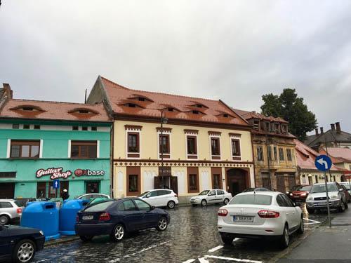 Những ngôi nhà có mắt - biểu tượng nổi bật của Sibiu. Ảnh: Atlat.