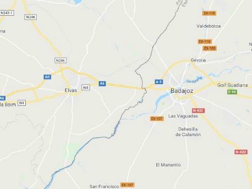 Badajoz, Tây Ban Nha tới Elvas, Bồ Đào NhaLựa chọn này sẽ phù hợp với túi tiền của nhiều du khách hơn. Ngoài ra, bạn không phải thức quá nhiều để đợi. Nếu ở gần biên giới Tây Ban Nha- Bồ Đào Nha, du khách chỉ mất 25 phút để có quay về 1 tiếng. Chẳng hạn, nếu bạn ở thị trấn Badajoz, phía tây biên giới Tây Ban Nha, bạn có thể đón năm mới một lần nữa ở Elvas, Bồ Đào Nha. Ảnh: Supplied.