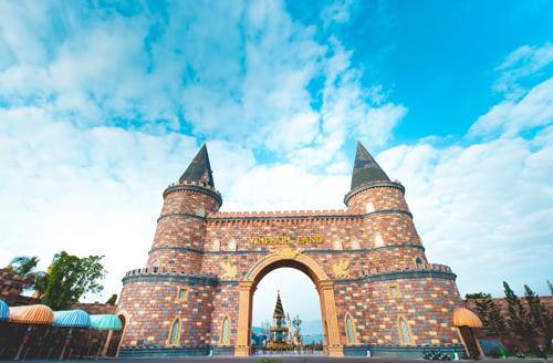 Vinpearl Land Nha Trang quả là điểm đến đáng giá để đón chào năm mới. Cùng với hệ thống dịch vụ đồng bộ, với công nghệ vui chơi vui chơi giải trí hiện đại hàng đầu khu vực và sánh ngang thế giới, Vinpearl Land Nha Trang đang vươn mình, trở thành lựa chọn hàng đầu của du khách trong năm 2018.
