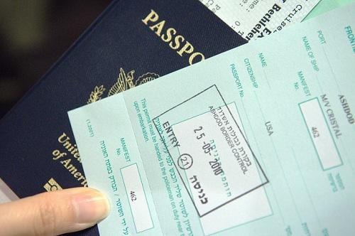 Hộ chiếu có dấu nhập cảnh tại Israel sẽ bị chính phủ Iran hoặc Syria từ chối, do những nước này không có quan hệ ngoại giao với nhau. Ảnh:Iran Wire.