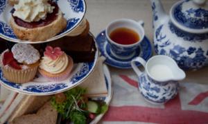 Lý do người dân Anh mê mẩn tiệc trà