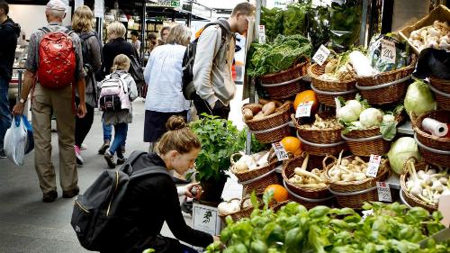 Những khu chợ của nông dân rất hút khách. Ảnh:Hand Luggage Only.