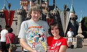Vợ chồng Mỹ xiềng xích 13 con bị ám ảnh với Disneyland