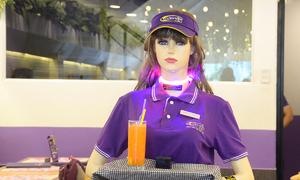 Robot phục vụ đầu tiên ở Sài Gòn