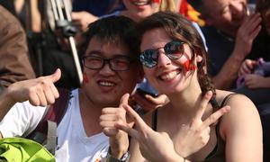 Khách Tây: 'Vô địch World Cup chúng tôi cũng không ăn mừng tưng bừng như người Việt'