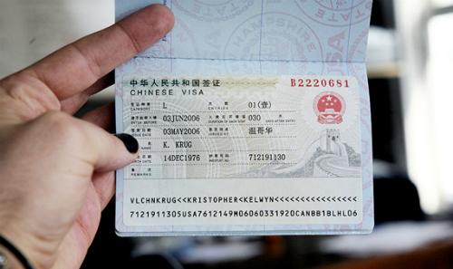 Phí làm visa Trung Quốc tại Đại sứ quán (không qua dịch vụ) là 60 USD. Ảnh minh họa.