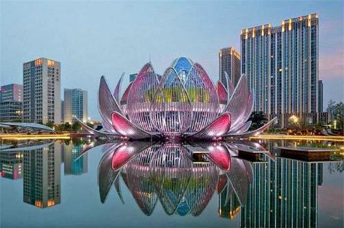 Đây cũng là công trình độc đáo thu hút nhiều du khách đến Trung Quốc. Ảnh: CN.