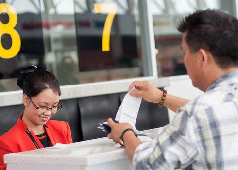 Kinh nghiệm của nhiều người khi du lịch Tết, nên đặt vé và các dịch vụ trước 2 tháng để có giá tốt. Ảnh minh họa: Jetstar.