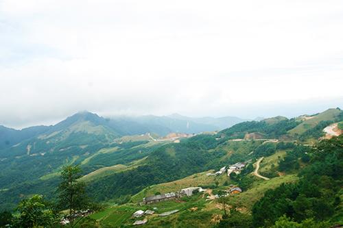 Với địa hình chủ yếu là đồi núi, tình Lạng Sơn có khí hậu mát mẻ quanh năm. Ảnh: Phong Vinh.