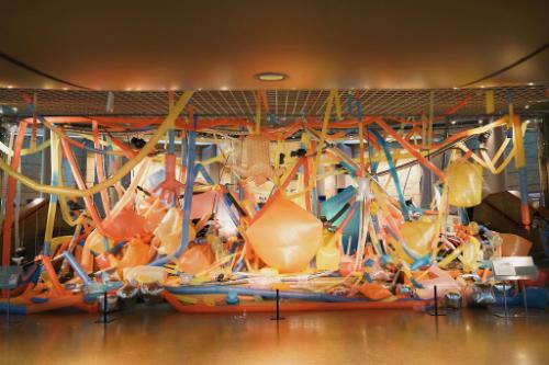 Năm nay tại Tuần lễ Nghệ thuật Singapore có sự góp mặt của hai nghệ sĩ Việt Nam: Trần Nguyễn Ưu Đàm và Phan Thảo Nguyên.