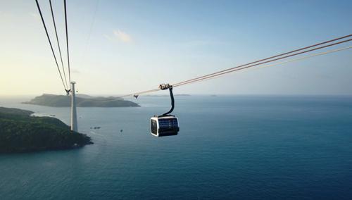 Trải nghiệm quần thể vui chơi giải trí biển mới trên đảo Hòn Thơm - Phú QuốcNăm nay, Tết Mậu Tuất tại Phú Quốc sẽ vô cùng đặc biệt, khi quần thể vui chơi giải trí biển Sun World Hon Thom Nature Park chính thức vận hành giai đoạn 1 với tuyến cáp treo ba dây dài nhất thế giới 7.899,99m.35 cabin của cáp treo Hòn Thơm được trang bị wifi sẽ đưa du khách đến hành trình du ngoạn kỳ thú trên cao, để thu trọn vào tầm mắt vẻ đẹp tựa thiên đường của biển, đảo, rừng xanh của cụm đảo An Thới, Nam Phú Quốc. Cùng với đó, những hạng mục đầu tiên của quần thể vui chơi giải trí biển cũng sẽ đem đến cho người dân Phú Quốc và du khách một cái Tết ấn tượng và sôi động với những trò chơi hấp dẫn như Kéo dù biển, Phao chuối, Lặn ngắm san hô, Đi bộ dưới đáy biển hay đi thuyền Kayak&Khai trương đúng dịp Tết Mậu Tuất, Sun World Hon Thom Nature Park áp dụng chương trình mua 1 vé tặng 1 vé cáp treo Hòn Thơm cho 500 khách hàng đầu tiên mỗi ngày trong 05 ngày từ ngày 18/2 đến 22/2/2018. Cùng với đó là chương trình bốc thăm trúng thưởng hấp dẫn, mỗi ngày 1 điện thoại IphoneX, 5 điện thoại Oppo, 20 vali, 20 voucher cáp treo Hòn Thơm trị giá 500.000 đồng, 50 voucher F&B trị giá 100.000 đồng từ 18/2 đến 27/2/2018.