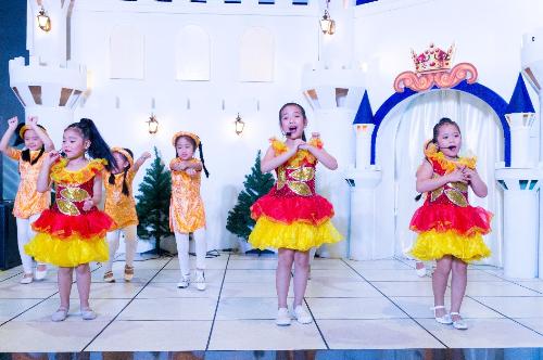 Những tiết mục nghệ thuật đan xengiữa các ca khúcHàn Quốc và Việt Nam như hát nhạc xuân, múa quạt, nhóm nhạc trẻ Kpop& sẽ phục vụ du khách trong suốt dịp Tết Nguyên đán.