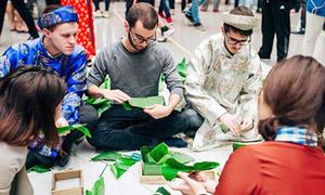 Khách Tây: 'Thật thú vị khi ăn mừng năm mới dài ngày như người Việt'
