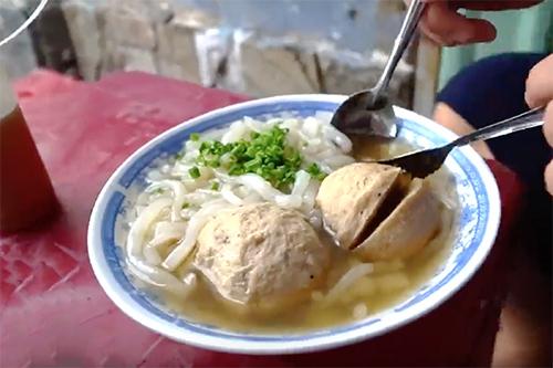 Sợi bánh canh làm từ loại gạo đặc trưng ở An Giang sẽ khiến bạn khó quên.