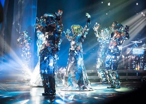 Chương trình trình diễn công nghệ caoKhách tham quan sẽ được mãn nhãn với các màn trình diễn công nghệ cao với kỹ thuật hàng đầu.Trên cầu Cửu Khúc vào lúc 18h30 các tối mùng 3 tới mùng 5 Tết (18/2 tới 20/2), chương trình trình diễn Lân Sư Rồng mừng xuân cùng hai Rồng và hai Lân Led hiệu ứng khói lửa hoành tráng. Diễn ratại Quảng Trường La Mã,Robot Led và Mirror Dance hứa hẹn khuấy động không khí chuyến du xuân đầu năm của du khách bằngnhững điệu nhảy sống động bên hiệu ứng pháo lửa và màntương tác với khán giả.