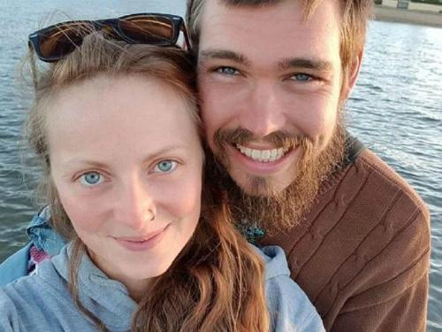 Enoch Orious vàAnna Karg. Ảnh:News.