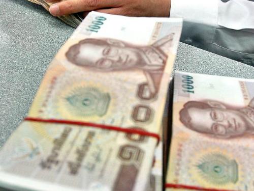 Dẫm lên tiền ở Thái Lan là một hành động bị xử phạt. Ảnh: News.