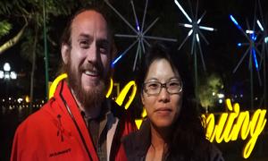 Khách Tây 'cầu may' đầu năm mới khác người Việt thế nào