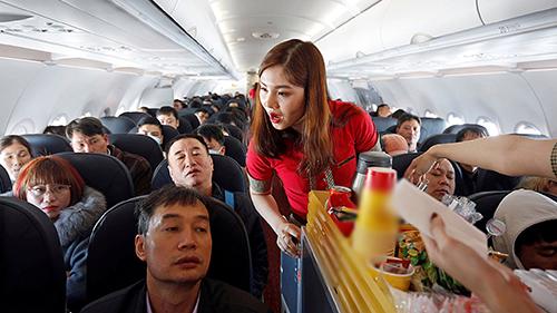 Vé máy bay giá rẻ giúp du khách Việt dễ dàng đi du lịch hơn. Ảnh: Reuters.