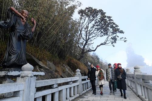 Tượng Phật A Di Đà cao nhất Việt Nam trên đỉnh Fansipan - 2