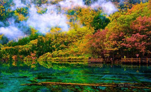 Cửu Trại Câu từng được mệnh danh là thiên đường hạ giới nhờ phong cảnh đẹp ít nơi có được. Ảnh: XH.
