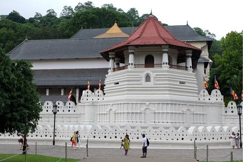 Sri Dalada Maligawa (Chùa Răng Phật), ngôi chùa biểu tượng nổi tiếng nhất Sri Lanka. Ảnh: Dy Khoa.