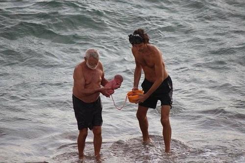 Heidi Honsi Al-Sayyed, một nữ du khách Nga, là người chụp lại cảnh tượng này từ ban công khu nghỉ dưỡng ven biển Đỏ và chia sẻ lên mạng xã hội.