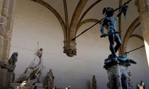 Khách Mỹ gặp rắc rối vì tiểu tiện giữa chốn đông người ở Italy