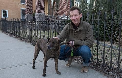 Brian và chú chó Detex. Ảnh:Barry Williams.