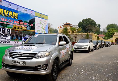 Hành trình kéo dài 7 ngày 6 đêm đi từ Hà Nội qua Sơn La, Sầm Nưa, Luang Prabang, Vientiane, Cánh đồng Chum và Nghệ An rồi quay lại thủ đô. Ảnh: Hương Chi.