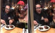 Chủ nhà hàng ở Canada xẻ thịt hươu trước mặt người ăn chay
