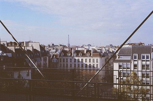 Ảnh chụp tháp Eiffel từ một tòa nhà 4 tầng. Ảnh:Flickr.