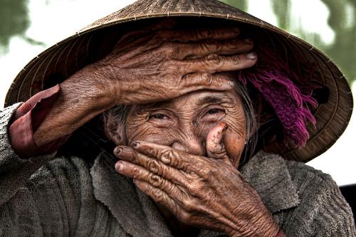 Cụ Xong được báo chí Mỹ gọi là Cụ bà đẹp nhất thế giới với đôi mắt biết cười, ánh lên niềm hạnh phúc.