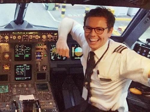 Theo Jonny, chỗ ngồi tuyệt nhất trên máy bay chính là chỗ của anh chàng. Ảnh: News.