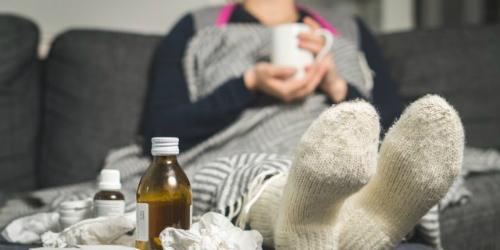 Tránh làm hại thính giácHãy tránh các chuyến bay nếu như bạn đang bị cúm. Bay sẽ làm hỏng màng nhĩ và có thể khiến bạn giảm khả năng nghe. Đây là lời khuyên từ một tiếp viên đã làm 4 năm chia sẻ trên Quora. Chính cô đã từng bị tình trạng tương tự và không thể nghe rõ trong vòng một tuần, kèm theo cảm giác rất đau tai.Ảnh: shutterstock.
