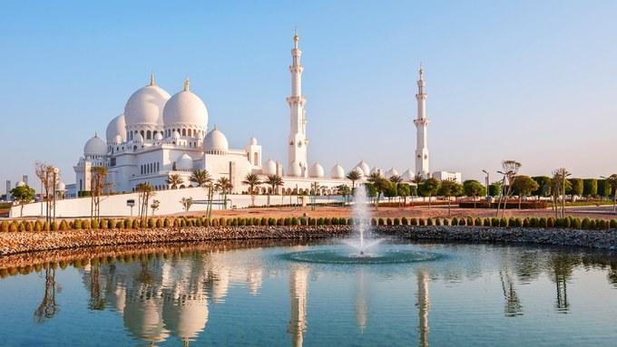 <p> <strong>9. Abu Dhabi, UAE tới Los Angeles, Mỹ (Etihad Airlines)</strong></p> <p> Quãng đường: 13.503 km<br /> Thời gian bay ước tính: 16 giờ 30 phút<br /> Máy bay: Boeing 777-300 ER<br /> Chuyến bay đầu tiên: 1/6/2014</p>