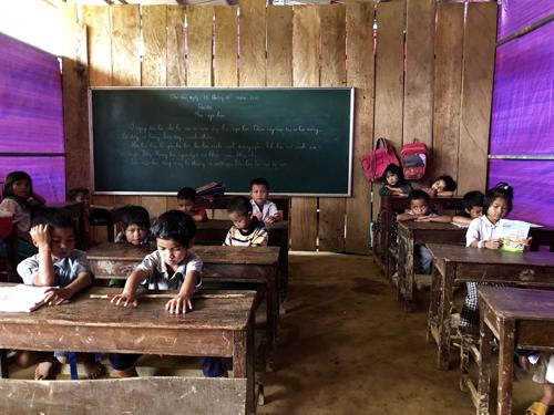 Lớp học tạm bợ ở Khe Chữ.